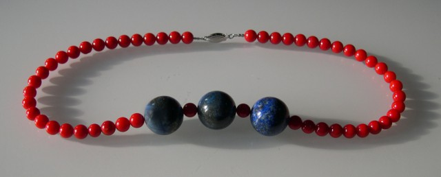 VERY NICE CORAL AND LAPIS NECKLACE 42cm