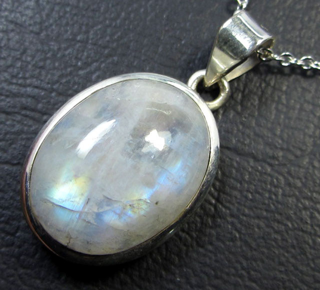 33 CTS MOONSTONE SILVER PENDANT GG 817