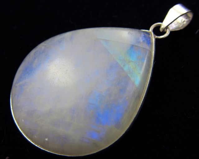 CTS LARGE MOONSTONE SILVER PENDANT BU673