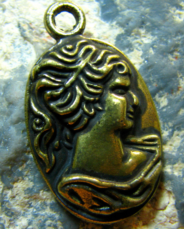 TimeLessDesigns  ANTIQUE BRONZE BEAUTY HEAD CHARM PENDANT