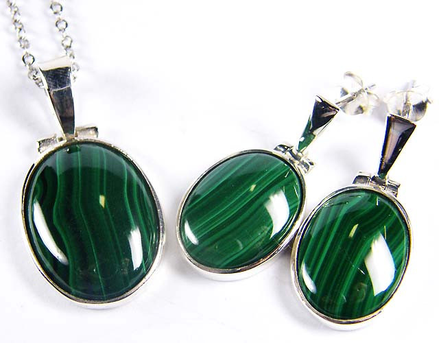 MALACHITE GEMSTONE   SILVER PENDANT  AND EARRINGS GRR 189