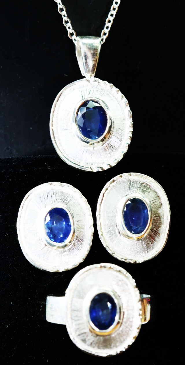 Sapphire set  Earrings,Pendant and Ring size8   Bu1193