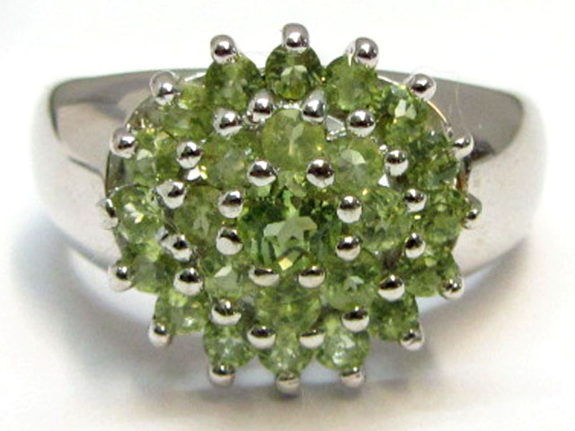 Peridot Gemstone set in silver ring size 7.5 MJA 805