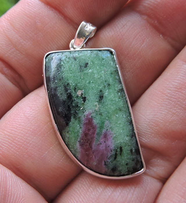 8.61g RUBY ZOISITE 925 SILVER PENDANT