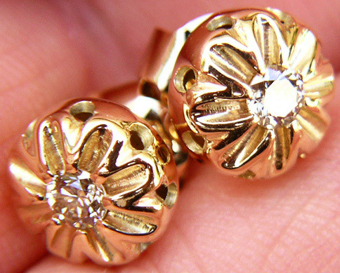 WONDERFUL 18K YELLOW GOLD LADIES DIAMOND EARRINGS