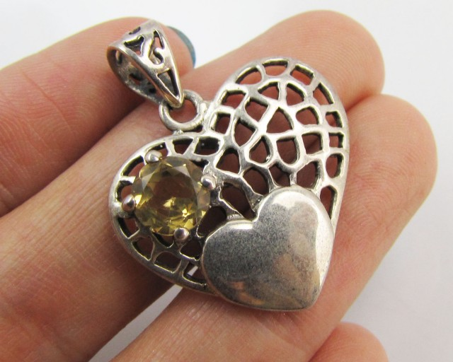 20 Cts Hear tshape Citrine set in silver Pendant   MJA 954