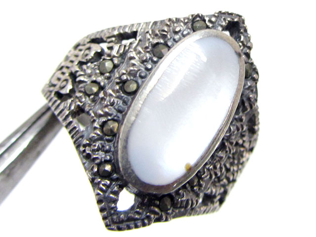 MOTHER PEARL RINGS  SIZE  8  MJA 725