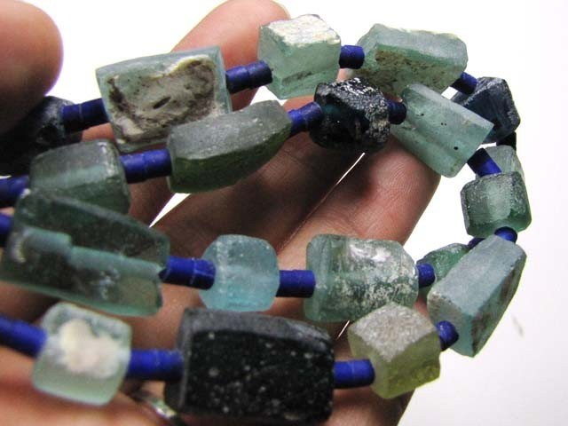 ANCIENT ROMAN GLASS NECKLACE   275 CARATS GTT 1544