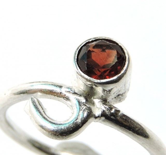 Cute Natural Garnet Ring Size 7  JGG 103