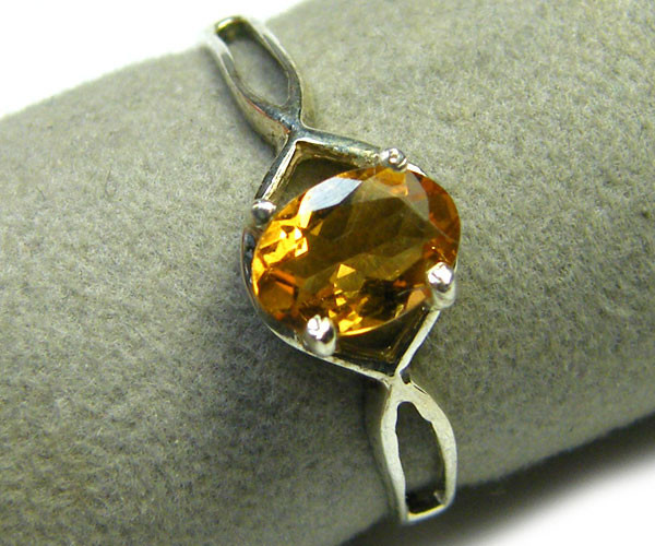 GEM CITRINE  GEMSTONE RING SIZE 7.5  MY 529