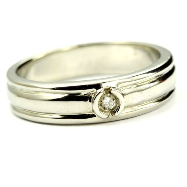 AUSTRALIAN DIAMOND.06 WHITE 18K GOLD RING SIZE 5.5  OP1814