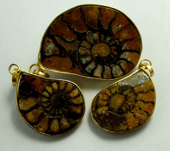 AMMONITE PENDANT 75.90 CARATS RT 865