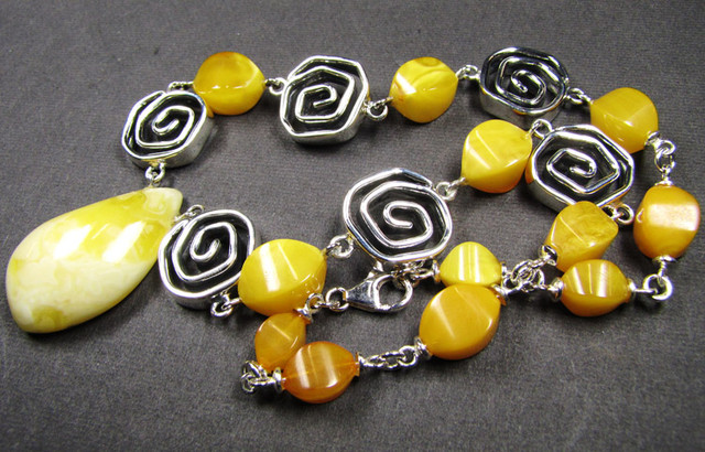 BALTIC  YELLOW AMBER  BEAD NECKLACE 43  CM LENGTH   MYG 451