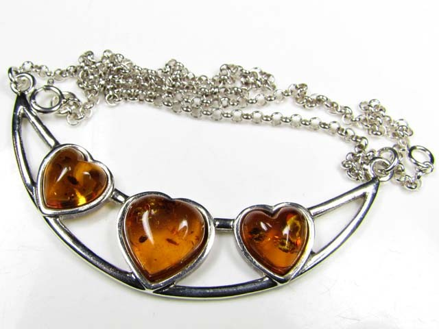 BALTIC AMBER  HEART  NECKLACE 44 CM LENGTH   MYG 716