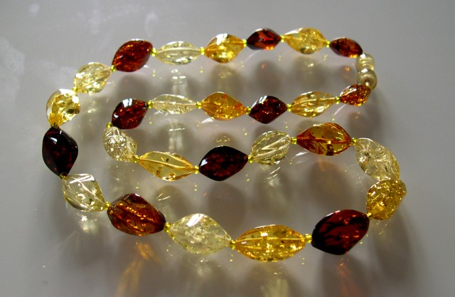 BEAUTIFUL HIGH QUALITY AMBER NECKLACE 46 CM