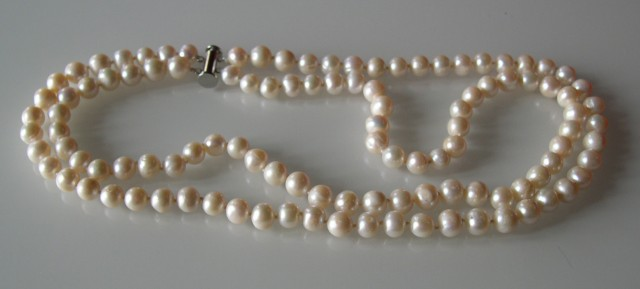 D...VERY NICE NATURAL DOUBLE STRAND PEARL NECKLACE 49 CMS