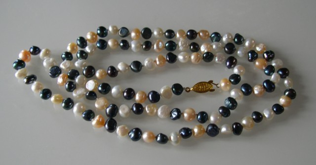 VERY NICE BLACK? WHITE AND PINK BAROQUE NATURAL PEALS NECKLACE 96cms