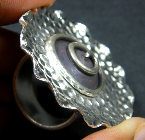 LARGE 36 DIAM TOP  TRIBE SILVER RING  SIZE 8.5  GTT 1296