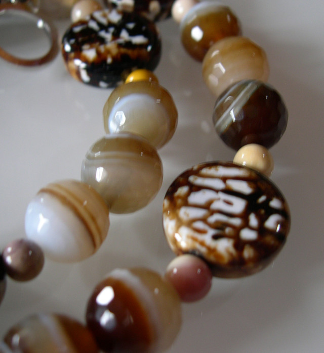 BEAUTIFUL COFFEE AGATE NECKLACE 65CMS...