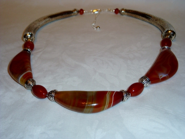 18 INCH ADJUSTS TO 21 INCHES TRIBAL LIKE BOTSWANA AGATE CRES