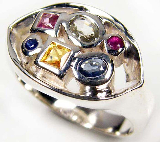 PARTY SAPPHIRES IN STERLING SILVER RING SIZE 8.5  GTJA47