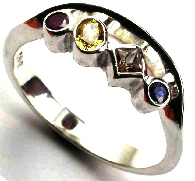 PARTY SAPPHIRES IN STERLING SILVER RING SIZE 9  GTJA420