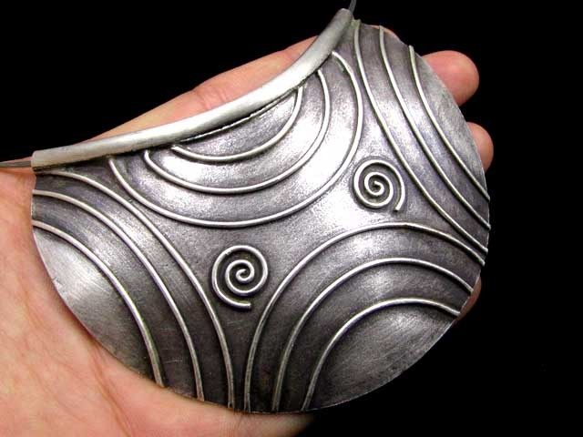 LARGE  HILL  TRIBE SILVER PENDANT   195CARATS GGR 110