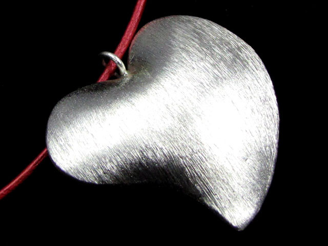 LARGE  HILL  TRIBE SILVER HEART PENDANT   92 CARATS GGR 105