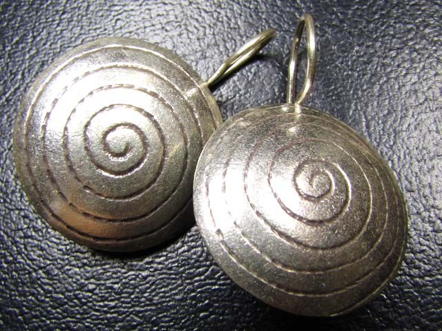 LARGE THAI HILL  TRIBE SILVER EARRINGS  45 CARATS GRR 56