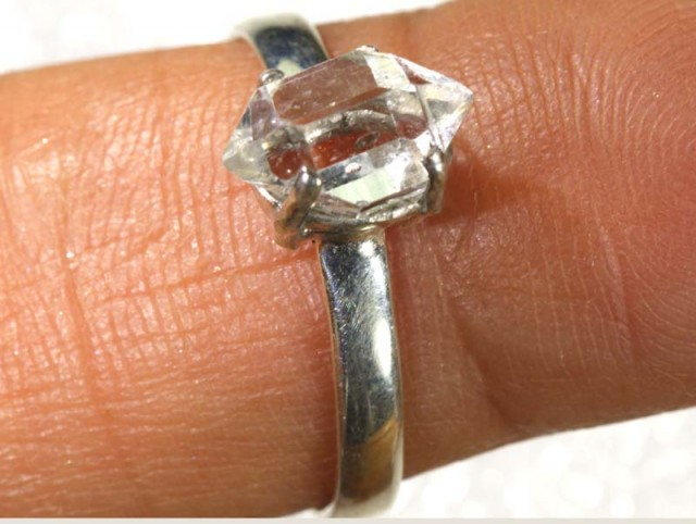 QUARTZ RING LIKE HERKIMER DIAMONDS 7 CTS  TBJ-782
