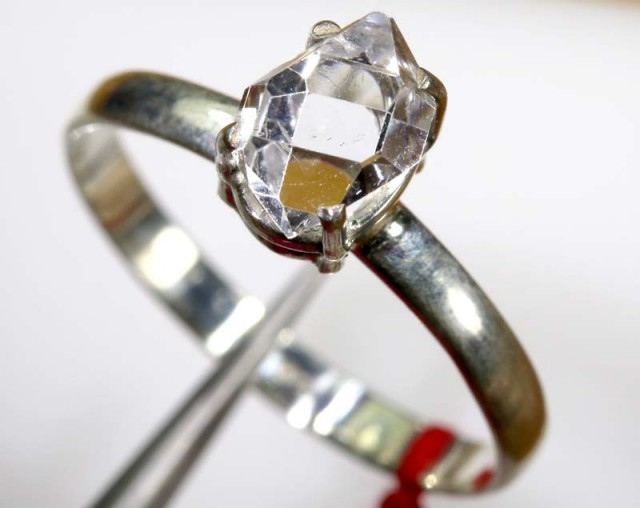 QUARTZ RING LIKE HERKIMER DIAMONDS 8 CTS  TBJ-796