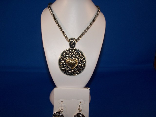 LOVELY  PENDANT ON BRAIDED CHAIN  WITH EARRINGS