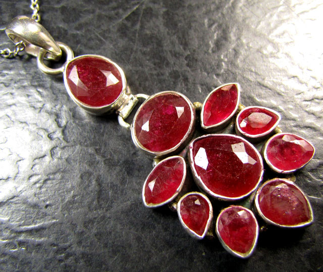 CLUSTER AFRICAN RUBY 925 SILVER PENDANT RT165