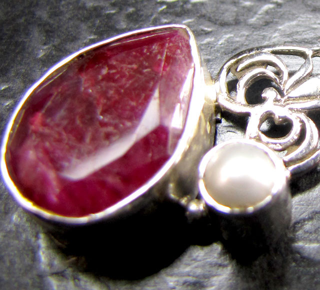RUBY AND PEARL  PENDANT SILVER  MYG 1320