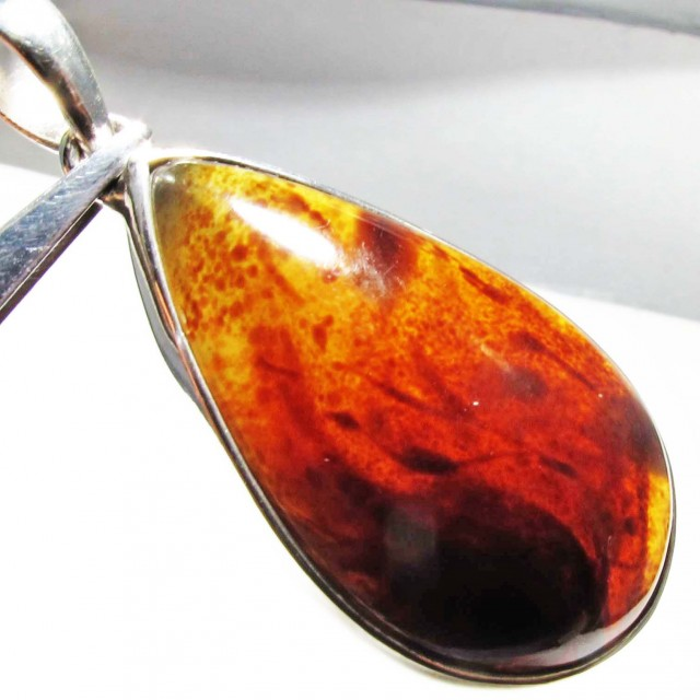 31.58 CTS INDONESIAN AMBER PENDANT -SILVER [SJ4487]