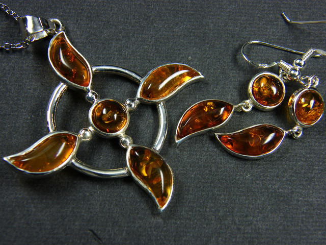 BALTIC AMBER SILVER PENDANT AND EARRING TCW  46.8 MYG311