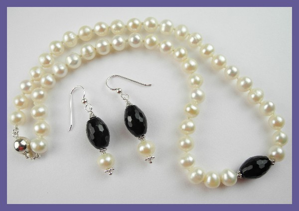 FOR A SPECIAL SOMEONE - GORGEOUS PEARL STRAND & E/RINGS