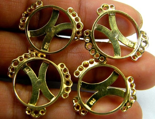 Estate jewellery 18 k gold stamped hallmark 750 TB18