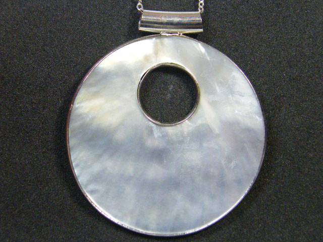 MOTHER OF PEARL SHELL PENDANT 45.95 CTS AG 814