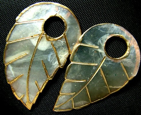 NATURAL MOTHER OF PEARL LEAF / GOLD TRIM 35CTS AS2  (TBO-GR)