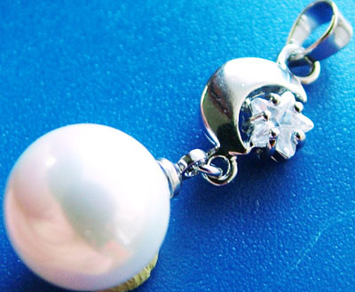 WHITE PEARL PENDANT 11 MM  16CTS [PF727]