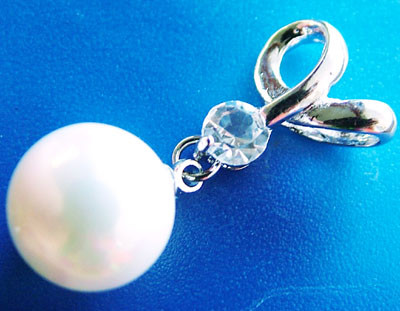 WHITE PEARL PENDANT 11.5 MM  18CTS [PF742]