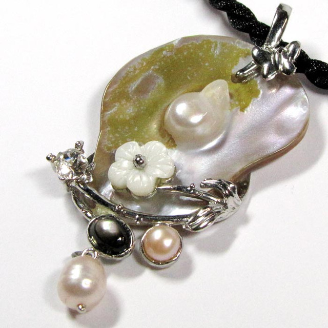 Mabe Pearl Necklace: CREATIVE DESIGNED GEMSTONE MABE PEARL PENDANT GTJA
