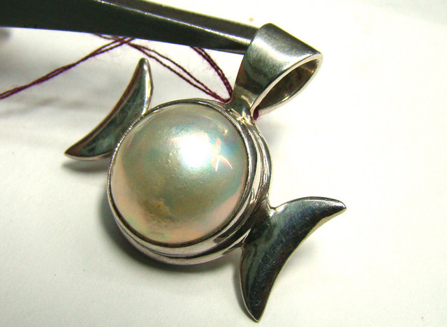 MOTHER OF PEARL STERLING SILVER PENDANT  JA-74