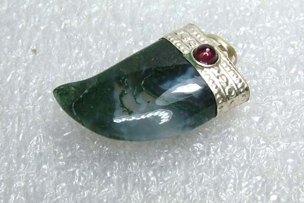 Lovely Natural Moss Agate Stone Pendant JW59