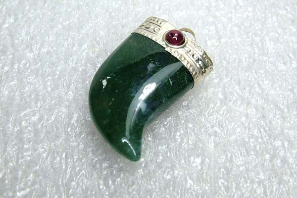 Lovely Natural Moss Agate Stone Pendant JW55