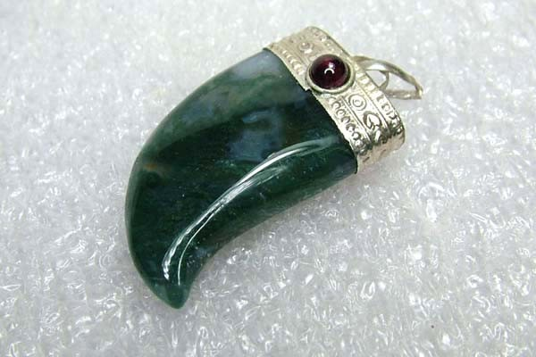 Lovely Natural Moss Agate Stone Pendant JW51