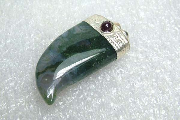 Lovely Natural Moss Agate Stone Pendant JW61