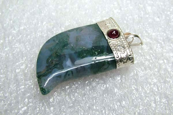 Lovely Natural Moss Agate Stone Pendant JW60