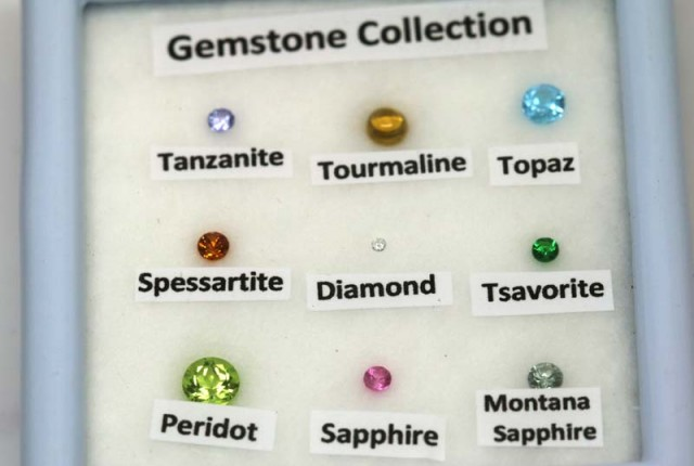 MIX GEM STONES DISPLAY BOX 2 CTS RNG-285